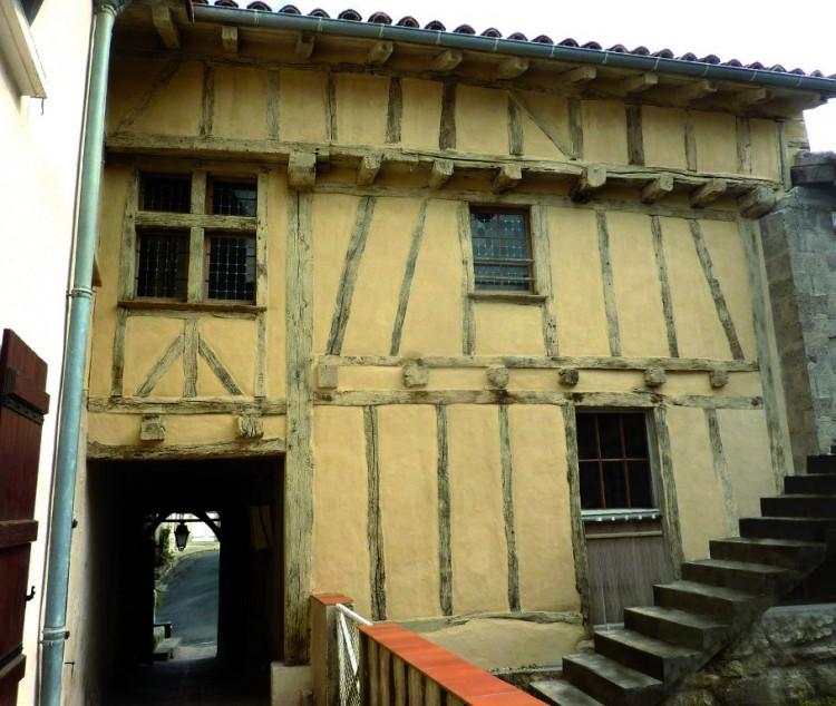 Restauration d'un logis pour un habitat locatif dans le Lot-et-Garonne (47) Lauréat 2015 Catégorie Bâti ancien Architecte : Evelyne Ballion