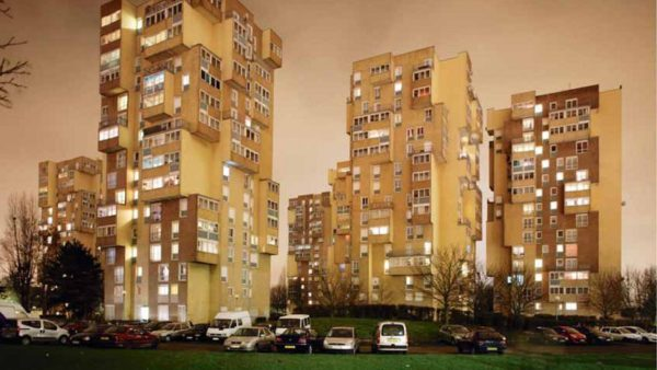A ville sinistrée, les hommes de l'art sont pompiers de service