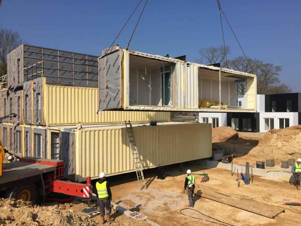Chroniques d 39 architecture vivre en france de la maison ph nix au cont - Constructeur maison container en france ...