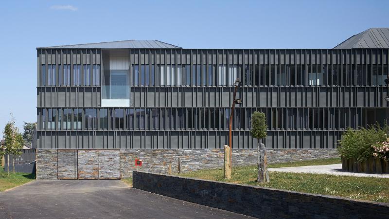A nozay 44 un dialogue entre mati re et paysage con u for Delmas architecte