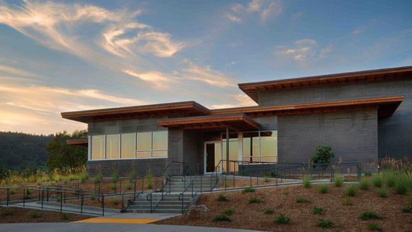 A Saint Helena, en Californie, un nouveau chai pour Titus Vineyards signé MH Architects