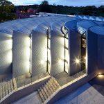 Pour Yarm school, un bâtiment contemporain en zinc ne fait pas injure au patrimoine