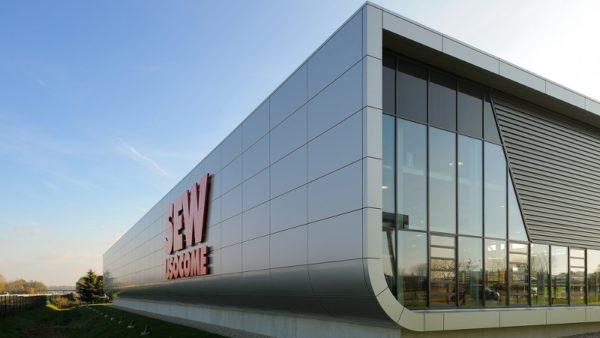 Drive Technology Center par Archigroup