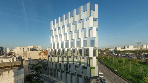 Riverside, résille acier et treille végétalisée pour immeuble de bureaux
