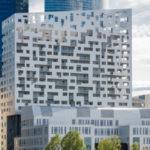 La tour de Louis Paillard à la Défense, elle est belle, vue de l'extérieur