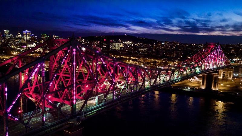 Illumination du pont Jacques-Cartier, le pont le plus connecté au monde