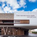 Une école contemporaine au cœur historique d'un village languedocien