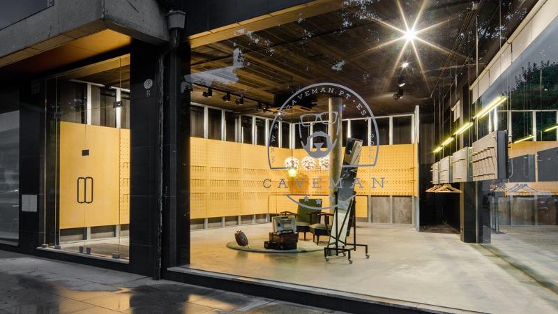 La boutique The Caveman, selon Tiago do Vale est un petit espace brut de matériaux
