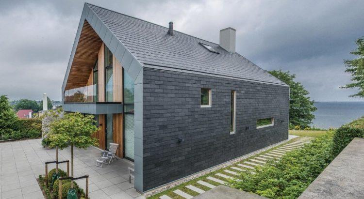 Villa p maison design en ardoise naturelle par n rk r for Mur en ardoise exterieur