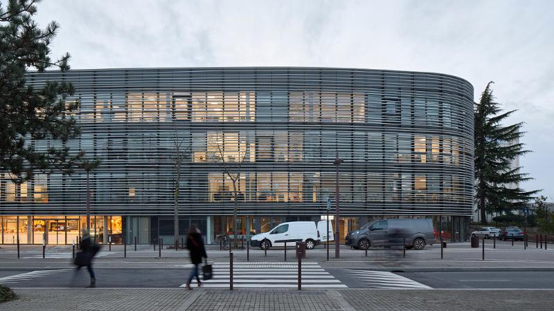 Sur l'île de Nantes, HEP Campus et nouvel écrin du Maître chocolatier Debotté