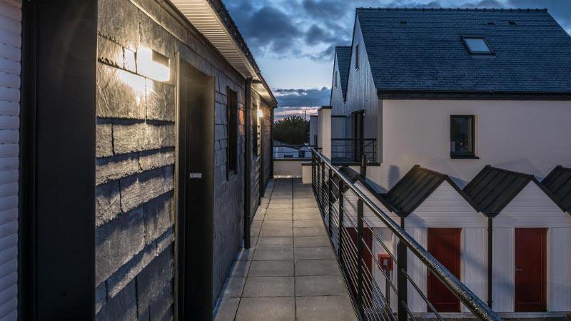 Dans le Morbihan, une résidence en ardoise naturelle, par Anima Architectes