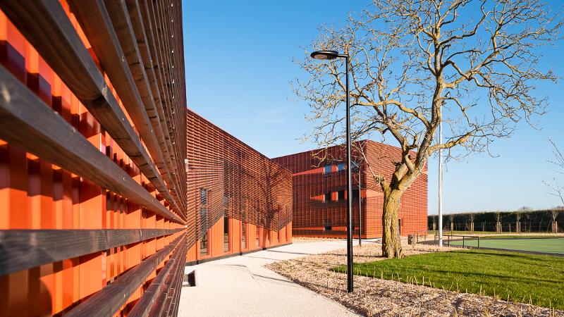 Acier, béton et bois pour l'Eco-CFA de la Charente signé L2