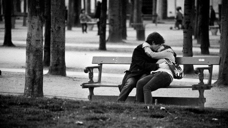 Les amoureux des bancs publics ne se bécotent plus