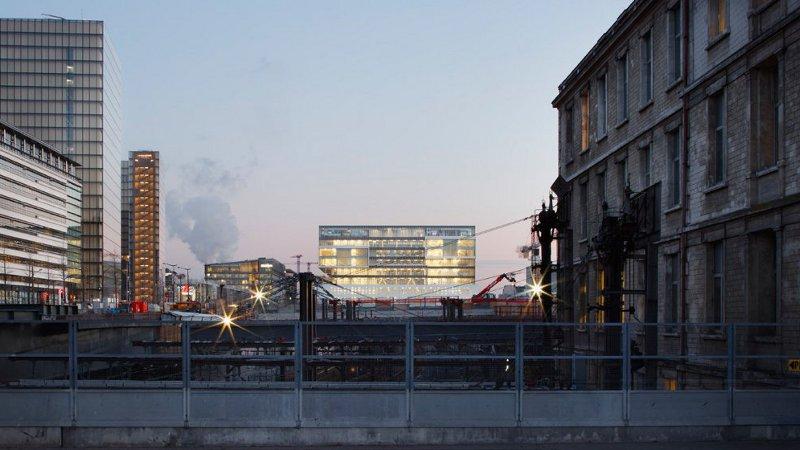 Le bâtiment est un pont qui conduit au Panorama