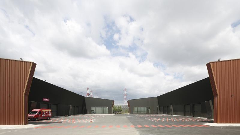 Toute une 'Urban Valley' dans un hangar, par Tolila + Gilliland