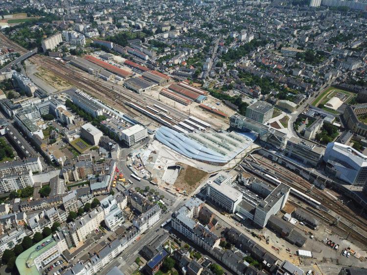 Vue aerienne de la gare du pole d'echanges de la gare de Rennes (Juin 2019)