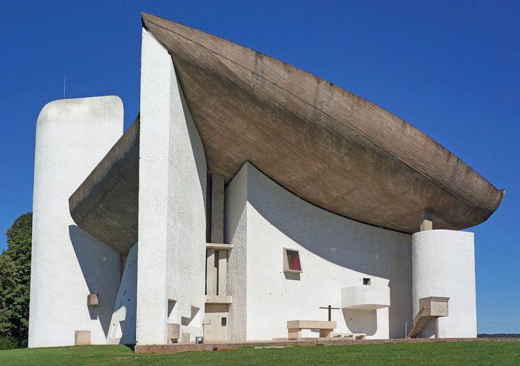 Le-Corbusier-Ronchamp-Chapelle_Notre-Dame-du-Haut