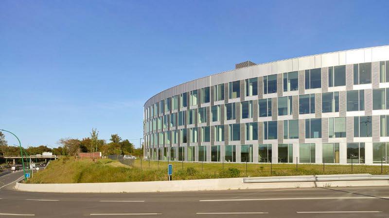 Bureaux APAVE à Toulouse par TAA, la ligne courbe