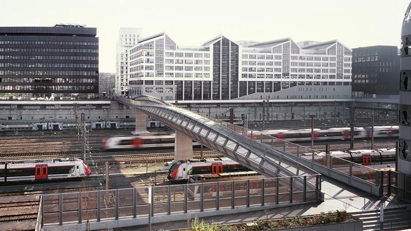 FRANCHIR un fleuve ferroviaire avec une passerelle signée Marc Mimram