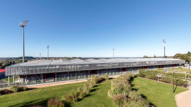 DIVERTIR au stade Jean Alric à Aurillac, signé de l'Atelier du Rouget