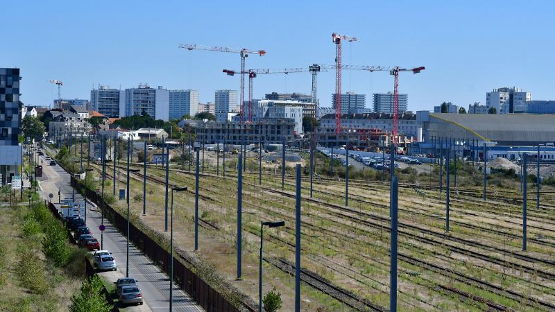 Sur l'Ile de Nantes, une démolition en faveur de l'économie circulaire