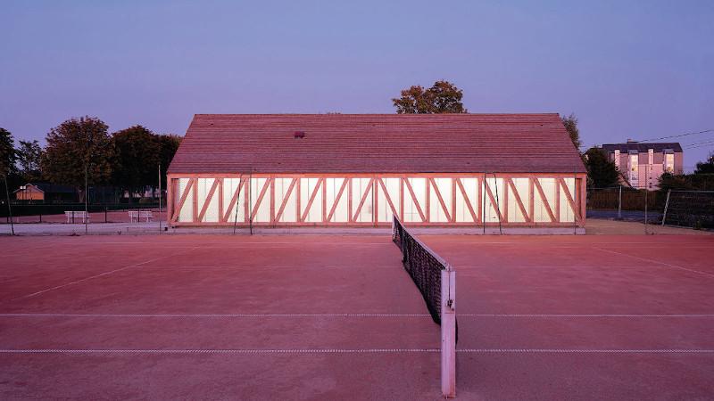 Garden tennis et colombage à Cabourg, par Lemoal Lemoal