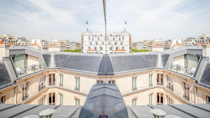 Effet miroir au Fouquet's, par Vous êtes ici Architectes
