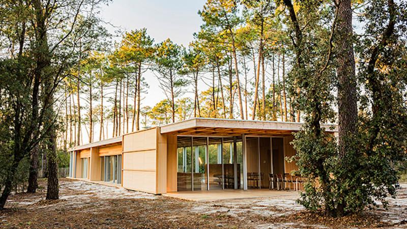 Confinement dans une villa en bois, par Nicolas Dahan