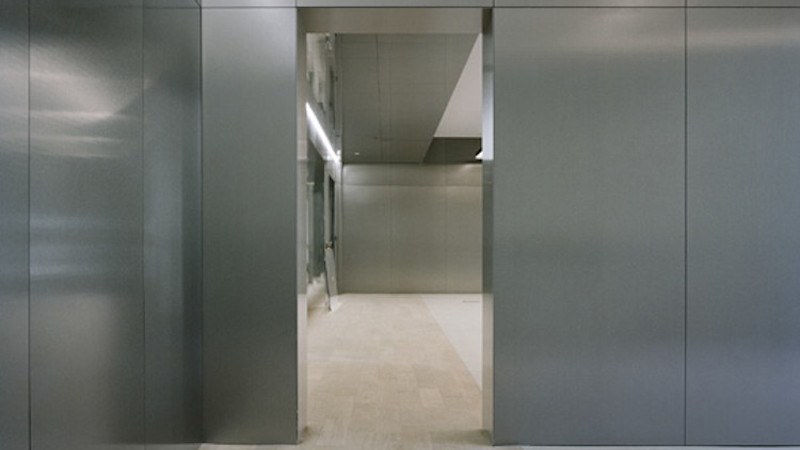 Plafond brut, inox, béton… l'hôtel particulier revu par Vincent Eschalier