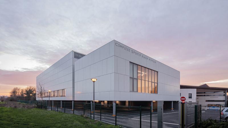 Extension du centre sportif Alain Mimoun, par aEa. Médaille d'or ?