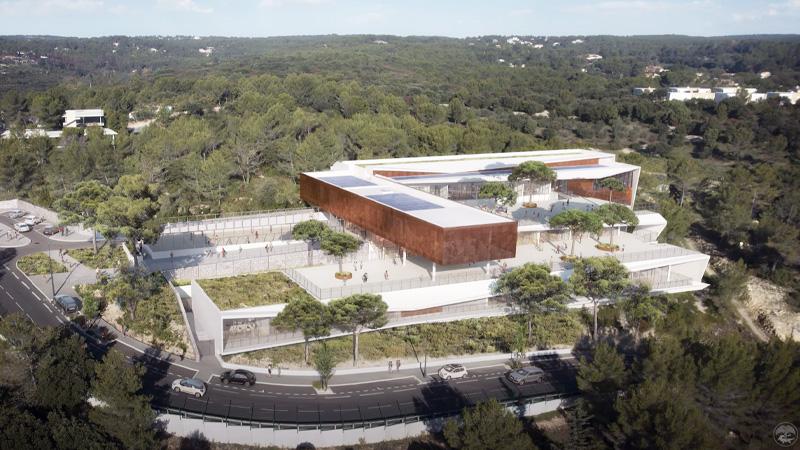 L'école en restanque de MDR en surplomb de la plaine de Nîmes