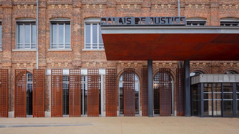 A Lisieux, du palais industriel au Palais de Justice, par Léonard & Weissmann