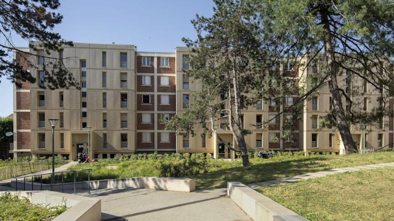 A Arcueil, RVA a rhabillé le Chaperon vert pour l'été et l'hiver
