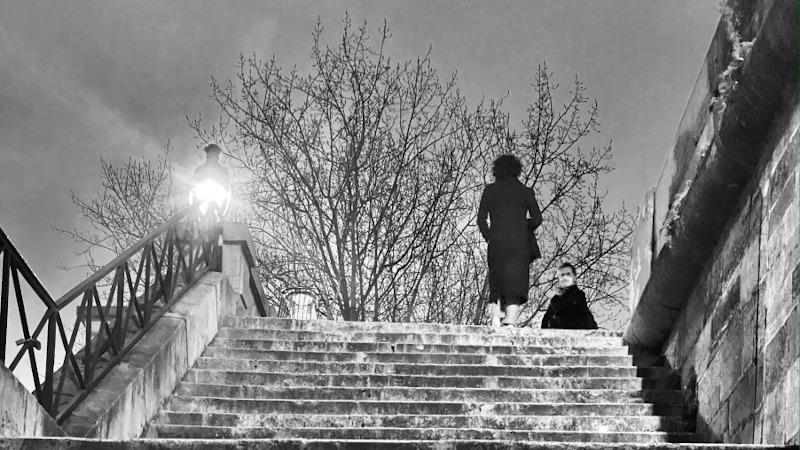 Paris confinée, entre lumière et obscurité