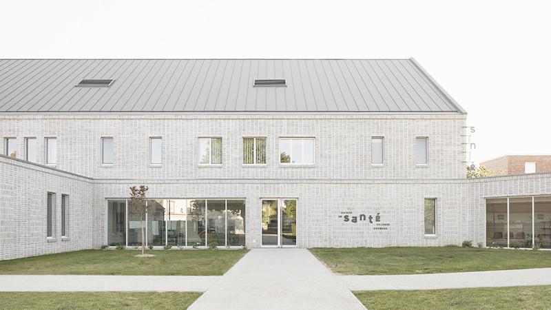 A Voves, une Maison de santé pluridisciplinaire, et son centre dentaire, signée Oglo