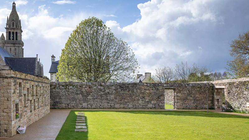 Jardin du souvenir dans le Finistère par Onzième Etage : une promenade laïque
