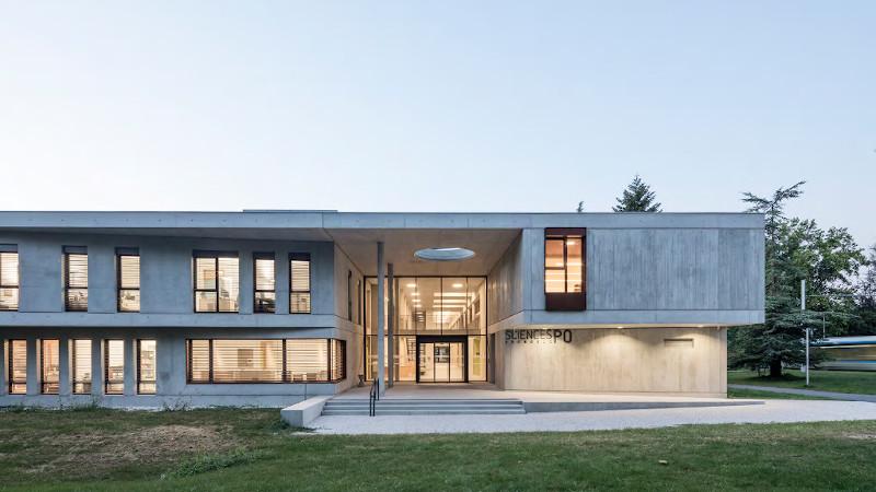 Béton brut contextuel à l'IEP de Grenoble selon Chapuis Royer