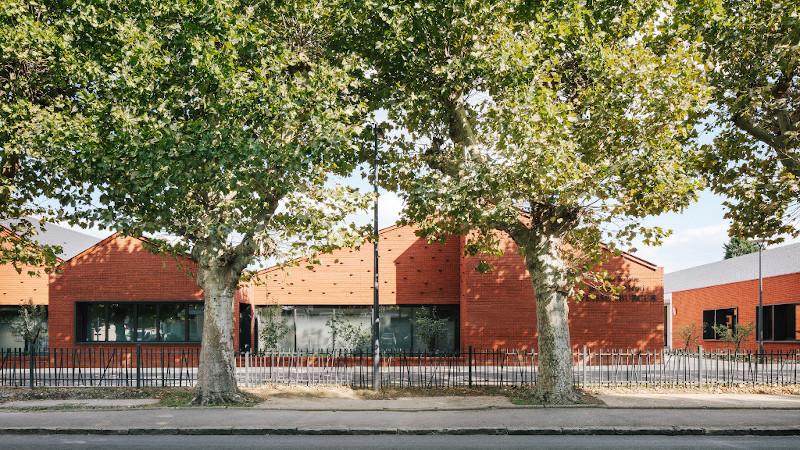 Ecoles Saint-Exupéry et Weissenburger, à Noyon, signées Vallet de Martinis