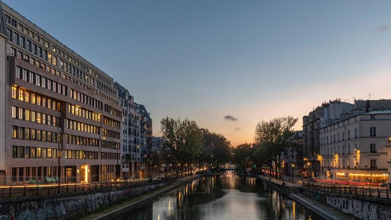 Quai de Jemmapes à Paris, un bâti industriel reconstruit sur lui-même par DL2A