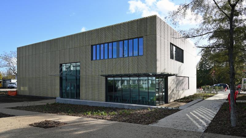 A Senlis, un bâtiment aux teintes bronze signé Transform
