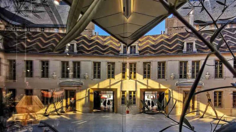 Cour Bareuzai, reconversion en centre-ville à Dijon par Chapman Taylor