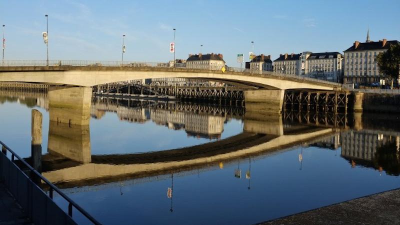 Sur le pont de Nantes, on y 'dance', on y 'dance'