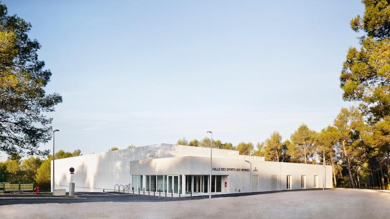 Halle des sports des Verriès, à Saint-Gély-du-Fesc, par A+Architecture