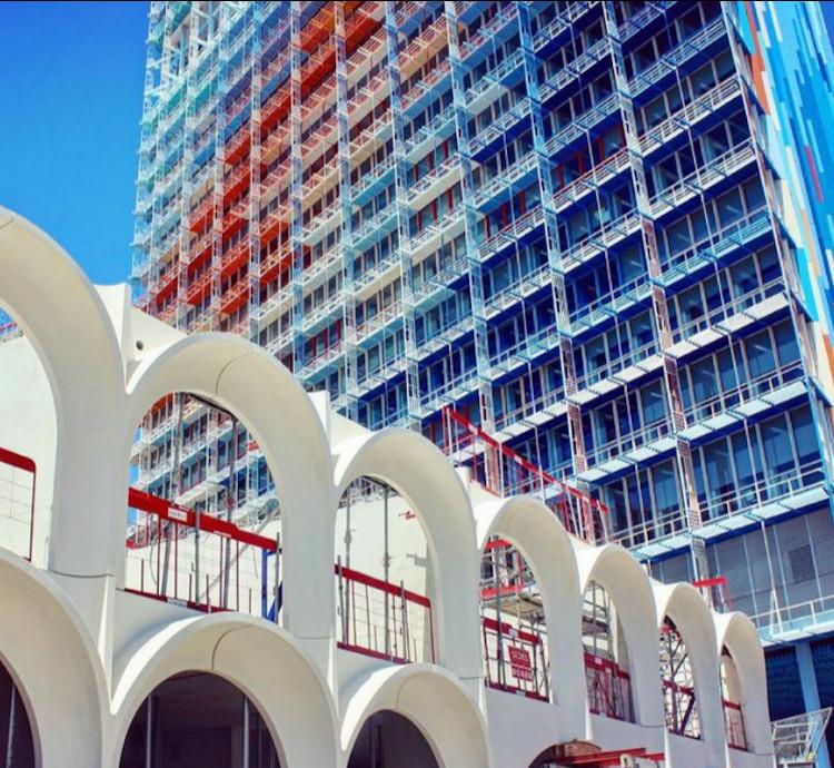 Porte bleue PietriArchitectes